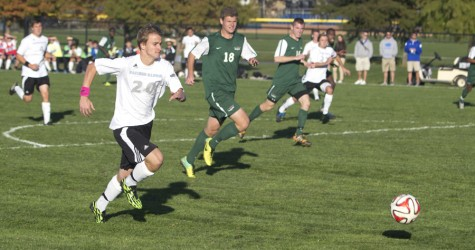 Men's soccer team falls to Green Bay, loses 4 straight