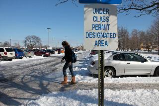 Students still find parking an issue