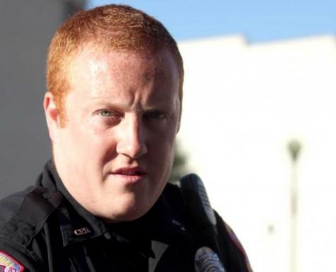 Photo 1: Police officer shows summerroutine