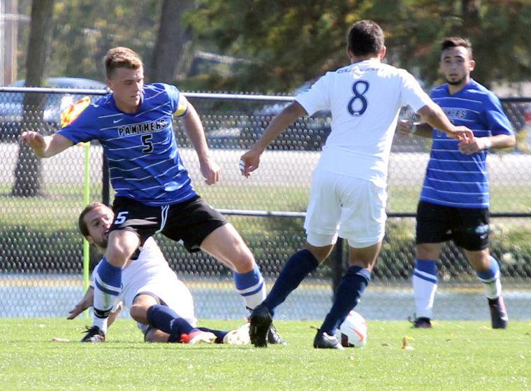 Photo: Men's soccer drops third straight
