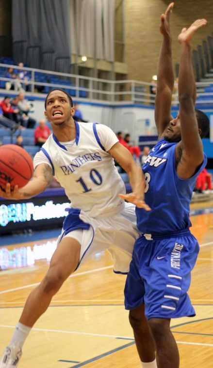 Photo: Hilltoppers hand Panthers second straight loss