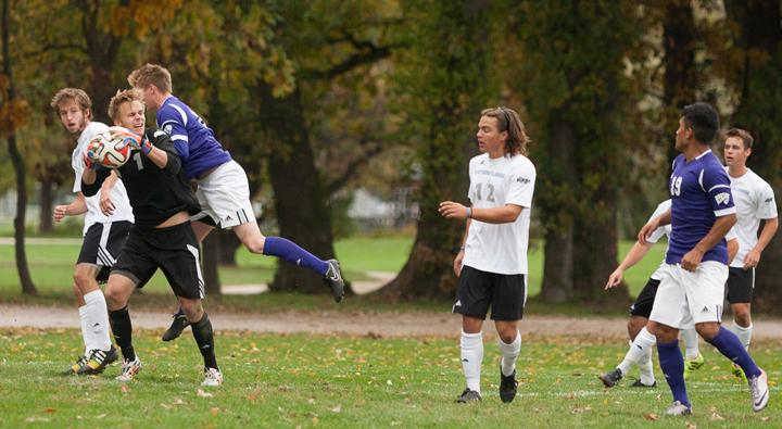 Freshman+keeper+Mike+Novotny+catches+the+ball+during+a+match+against+Western+Illinois+on+Oct.+18+at+the+Eastern+practice+field.++The+Panthers+lost+to+the+Leathernecks+1-0.