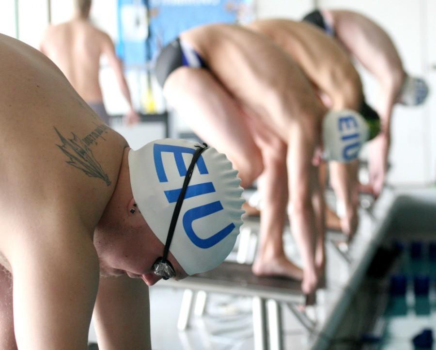 Swim+teams+keep+working+over+long+break