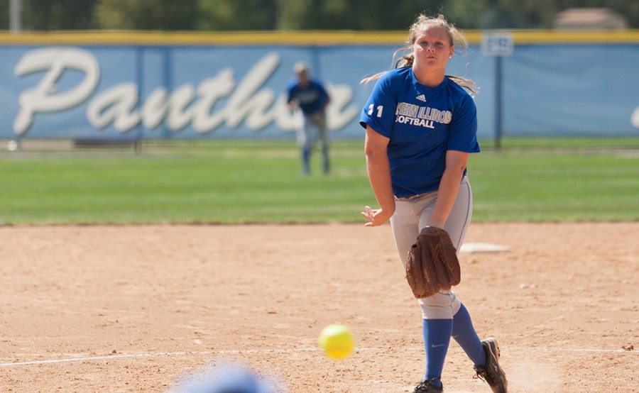Freshman+pitcher+Michelle+Rogers+throws+out+a+pitch+during+a+game+against+Iliinois+Central+College+on+Sept.+27+at+Williams+Field.++The+Panthers+swept+the+doubleheader+6-1+and+3-2+against+the+Cougars.
