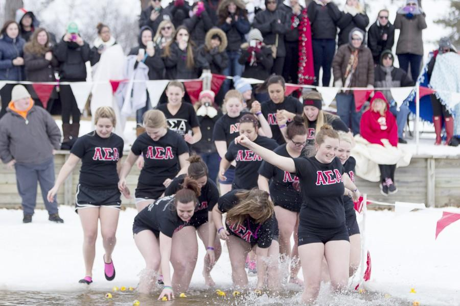 Members+of+the+Alpha+Sigma+Alpha+sorority+enter+the+icy+water+as+their+sisters+cheer+from+the+shore+during+the+Law+Enforcement+Torch+Run+Polar+Plunge+on+Saturday+at+Lake+Sara+in+Effingham.++Special+Olympics+is+one+of+the+organizations+that+the+sorority+gives+to+nationally.
