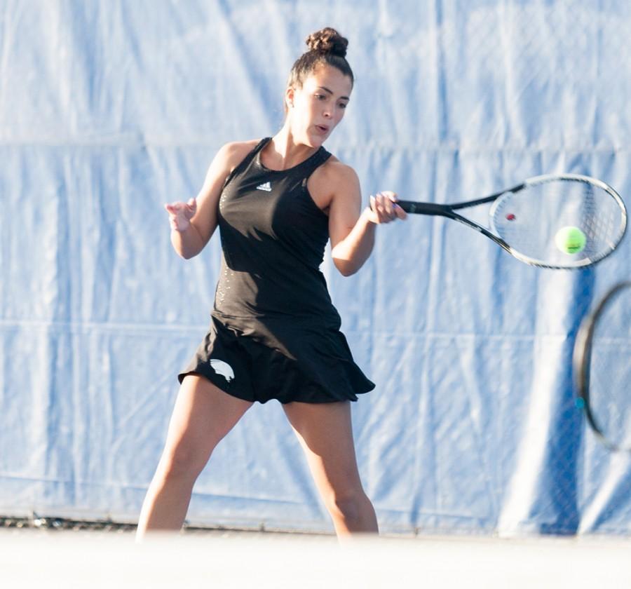 Women's tennis team continues winning ways