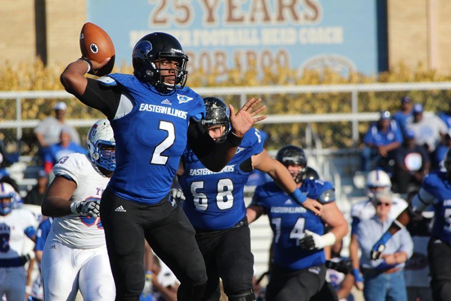 Junior+quarterback+Jalen+Whitlow%2C+passes+the+ball+during+the+Eastern+men%E2%80%99s+football+team%E2%80%99s+game+vs+Tennessee+Tech+on+Oct.+25%2C+2015.