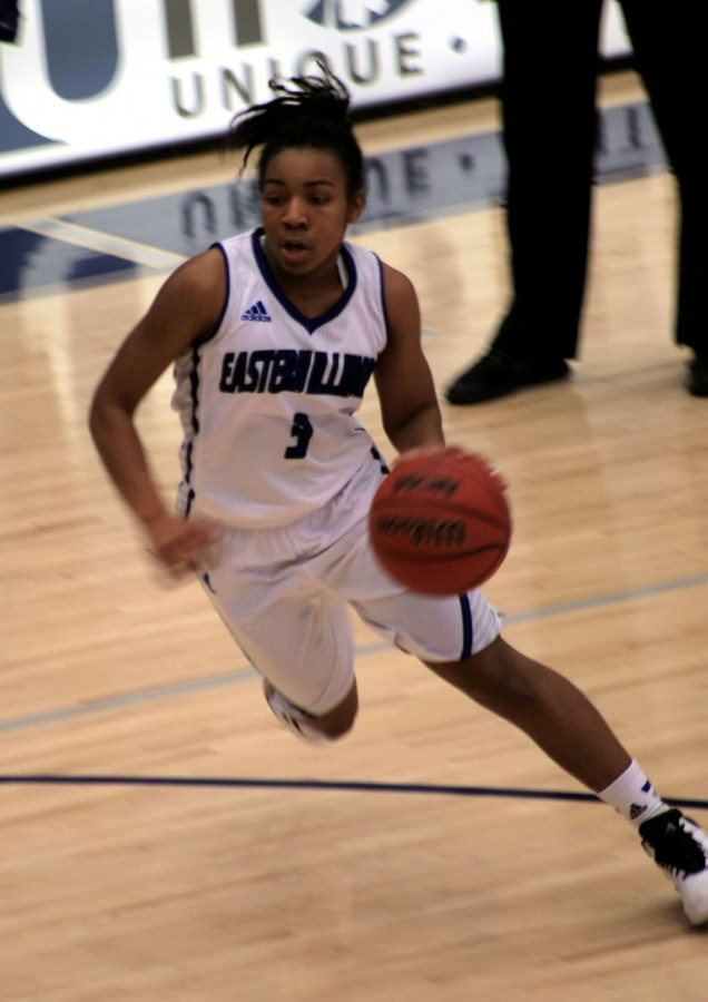 Bh'rea Griffin, a freshmen guard, brings the ball up court in the women's basketball January 31, 2015 in Lantz Arena against Southern Illinois University Edwardsville.