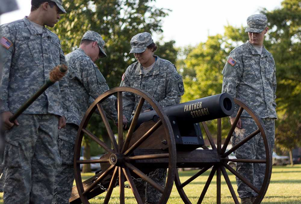 ROTC to fire off cannons – The Daily Eastern News