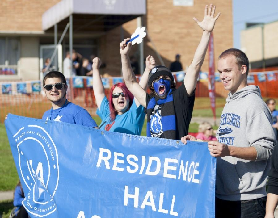 Members+of+Eastern%27s+Residence+Hall+Association+march+in+the+Homecoming+Parade+on+Oct.+25%2C+2014.