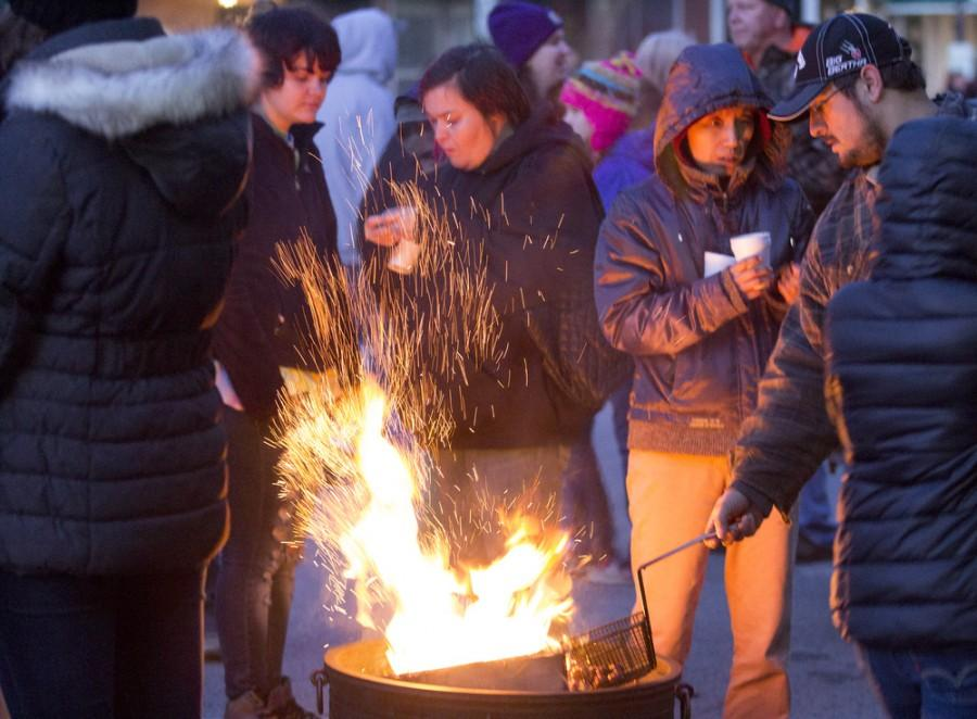 Charleston+Boy+Scouts+road+chestnuts+over+an+open+fire+during+Christmas+in+the+Heart+of+Charleston+on+Saturday+on+the+Square.