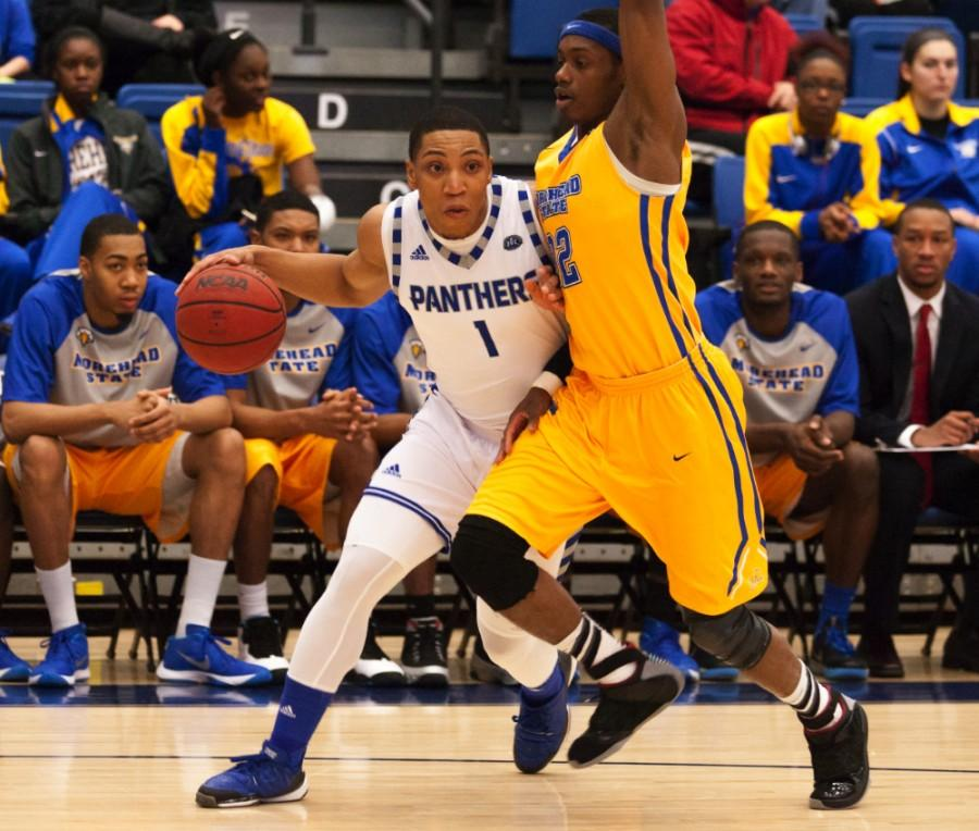 Men's basketball team falls on the road – The Daily ...