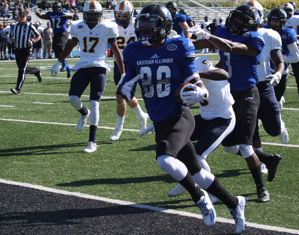 Redshirt senior Shawn Mitchell Jr. scores the games first touchdown Saturday on a 28-yard pass from quarterback Mitch Kimble. Mitchell had two receptions for 49 yards in the 40-38 loss to Murray State.