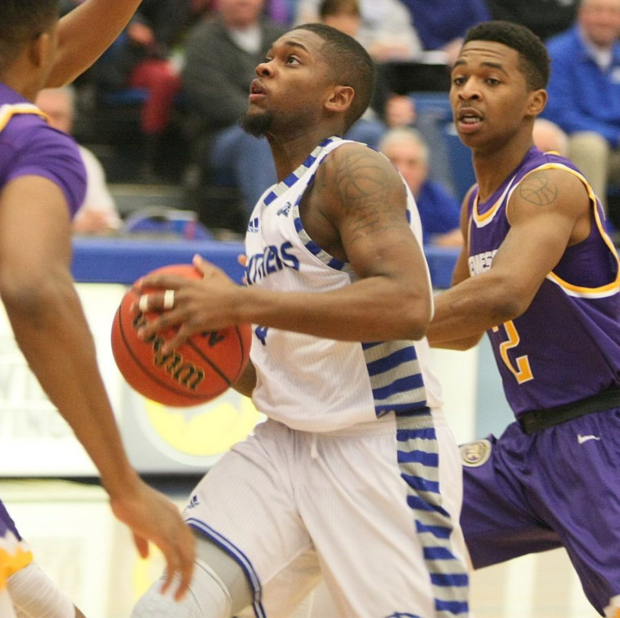 Junior+Montell+Goodwin+eyes+the+basket+during+Saturday%E2%80%99s+87-68+loss+to+OVC+conference+opponent+OVC+Tennessee+Tech.