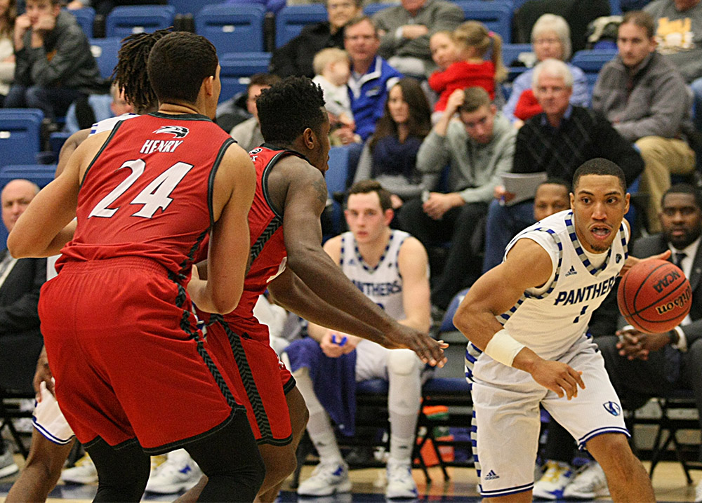 Senior Demetrius McReynolds drives into the paint Saturday at Lantz Arena. McReynolds scored 16 points in 20 minutes in the 75-60 win.