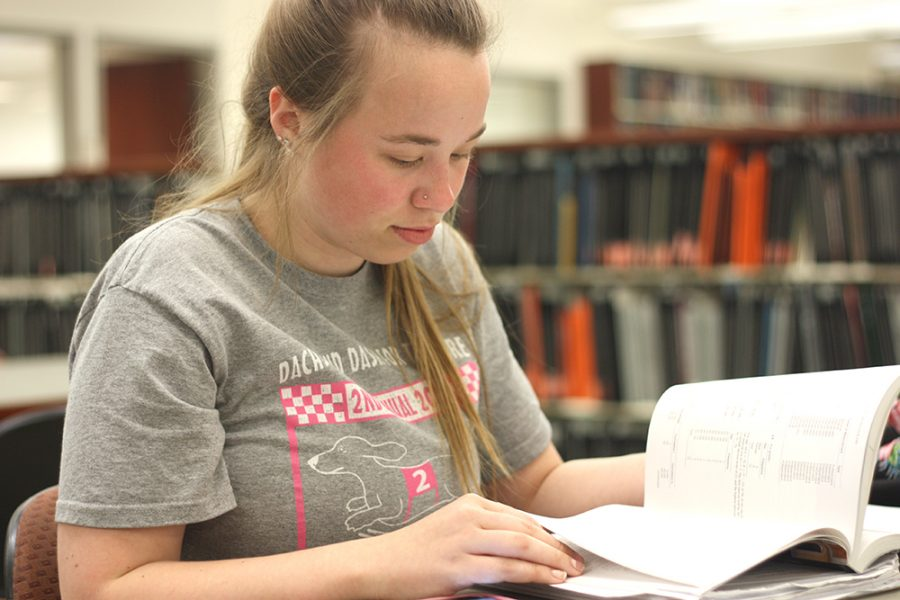 Olivia Swenson-Hultz | The Daily Eastern News Alexandria Kauble, a junior sociology major reads a book in the library.