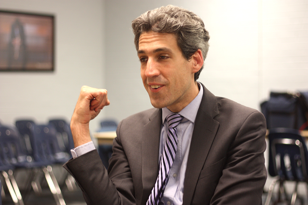 Olivia Swenson-Hultz | The Daily Eastern News Daniel Biss, a member of the Illinois Senate from the 9th district, speaks at Eastern about his campaign for governor.