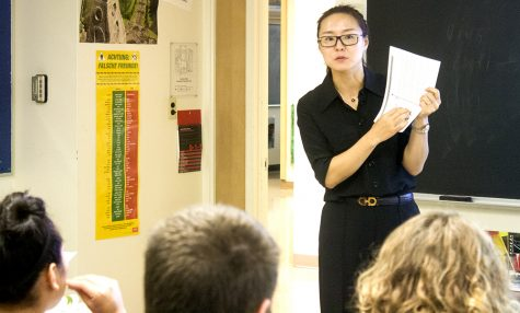 Visiting scholar introduces Chinese language tostudents