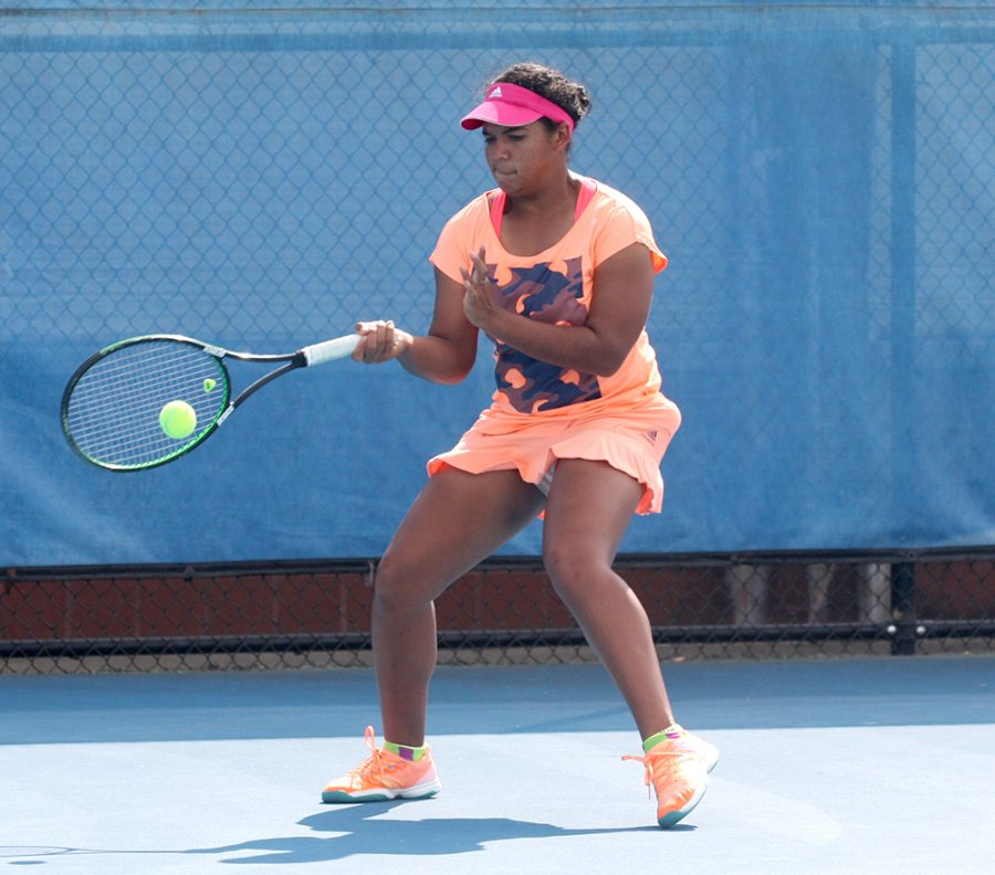 Freshman+Karla+Contreras+returns+the+ball+to+Abby+Carpenter+in+practice+Sept.+21+at+the+Darling+Courts.+Eastern+players+competed+in+the+regional+over+the+weekend.
