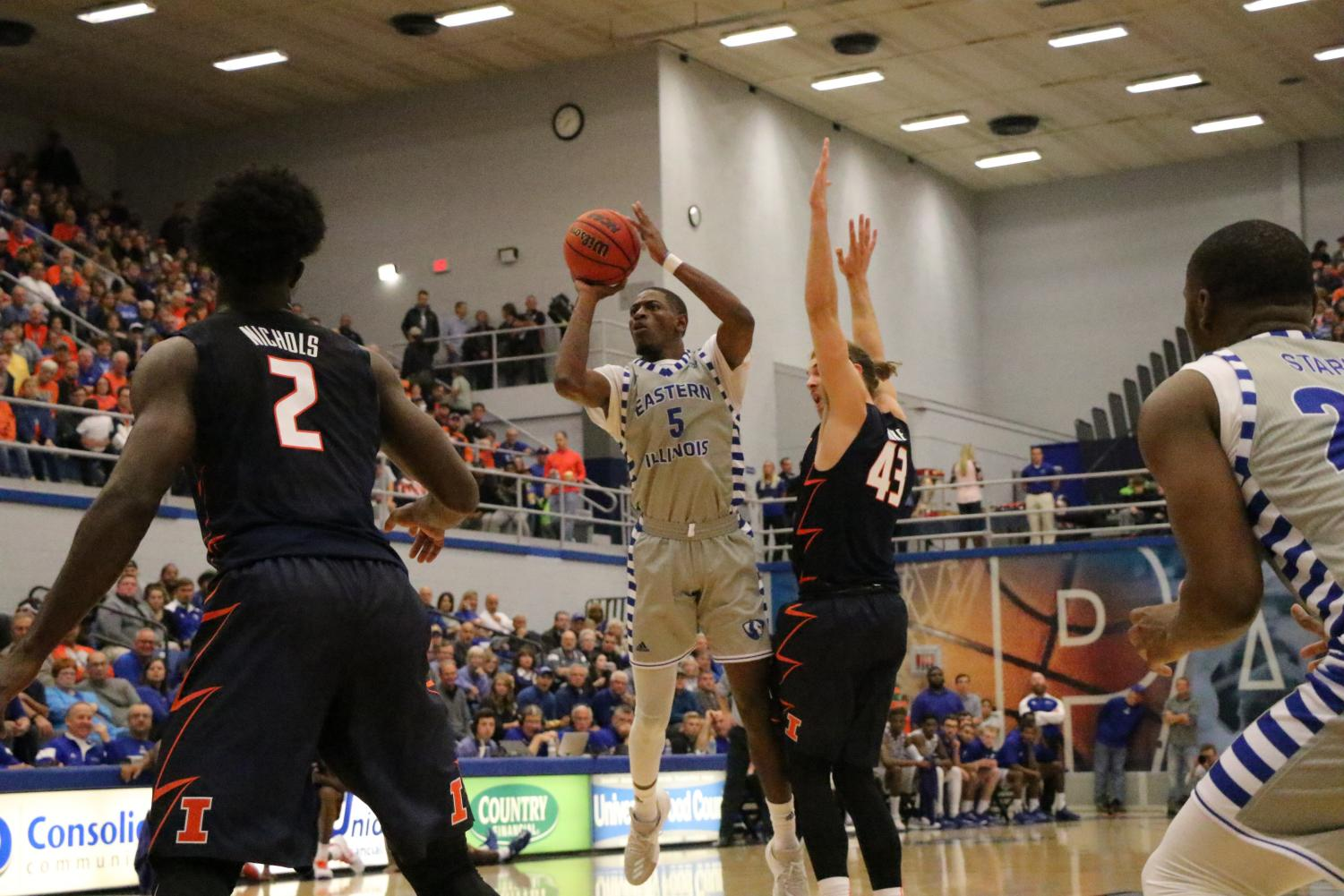 Senior Ray Crossland throws up a floater for the score in the Panthers' 80-67 win over the University of Illinois Friday in Lantz Arena.