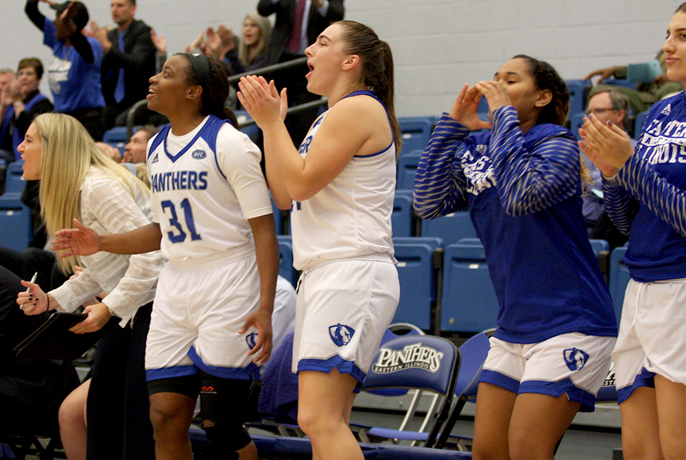 Assistant coach Kyle Simmons (far left), Senior Jalisha Smith (31), freshman Grace McRae (middle), freshman Karle Pace and Lana Marov (far right) celebrate a 3-pointer from Carmen Tellez in the 4th quarter against Indiana State Friday.