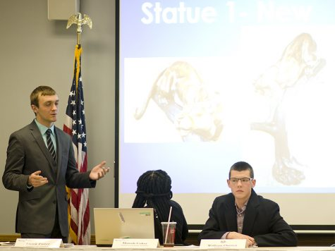 Student Senate discusses purchase of panther statue