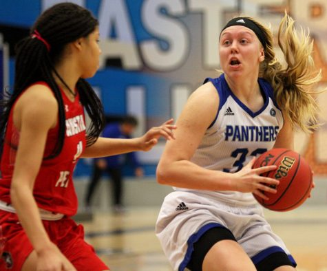 Slow first half sinks women's basketball team in home loss