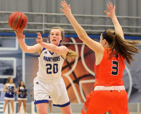 Women's basketball team looking to break losing streak