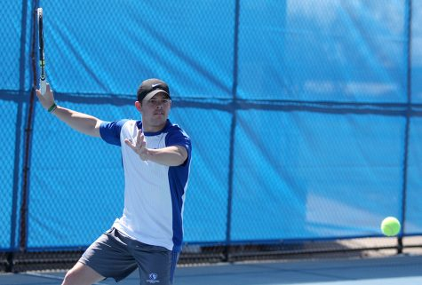 Men's tennis team picks up win on Senior Day