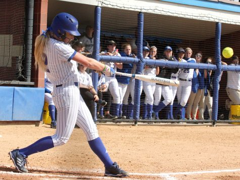 Softball team loses against SIUE on 2 walk offs