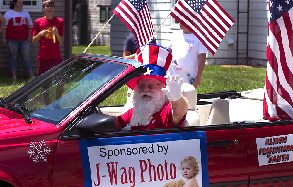 The+Illinois+Professional+Santa+drives+down+Division+Street+Wednesday+afternoon+at+the+Fourth+of+July+Parade.