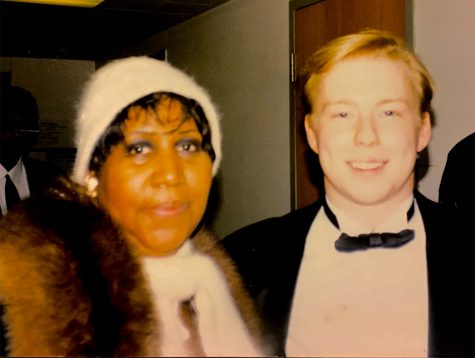 Brian Shaw an Eastern alumnus, poses with Aretha Franklin after a concert during the 1997 Family Weekend.