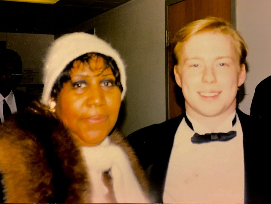 Brian+Shaw+an+Eastern+alumnus%2C+poses+with+Aretha+Franklin+after+a+concert+during+the+1997+Family+Weekend.+