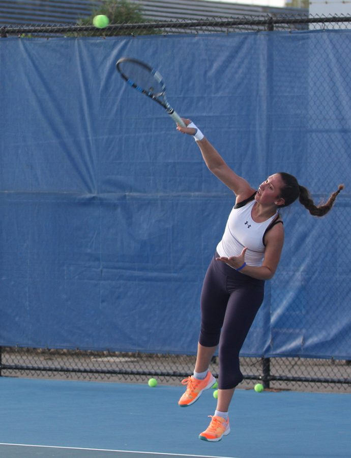 Eastern+junior+Rachel+Papavasilopoulos+returns+a+ball+in+a+practice+at+the+Darling+Courts.+She+went+3-0+in+singles+play+over+the+weekend+in+Edwardsville.