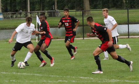 Men's soccer team falls in tournament semifinals
