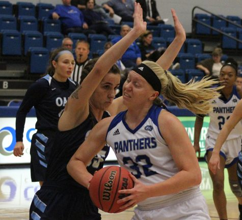 Women's basketball team loses 93-64