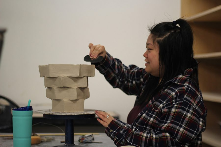 Kristina+Wang%2C+a+senior+early+childhood+development+major%2C+works+on+her+ceramics+project+in+the+Doudna+Fine+Arts+Center+on+Sunday+evening.