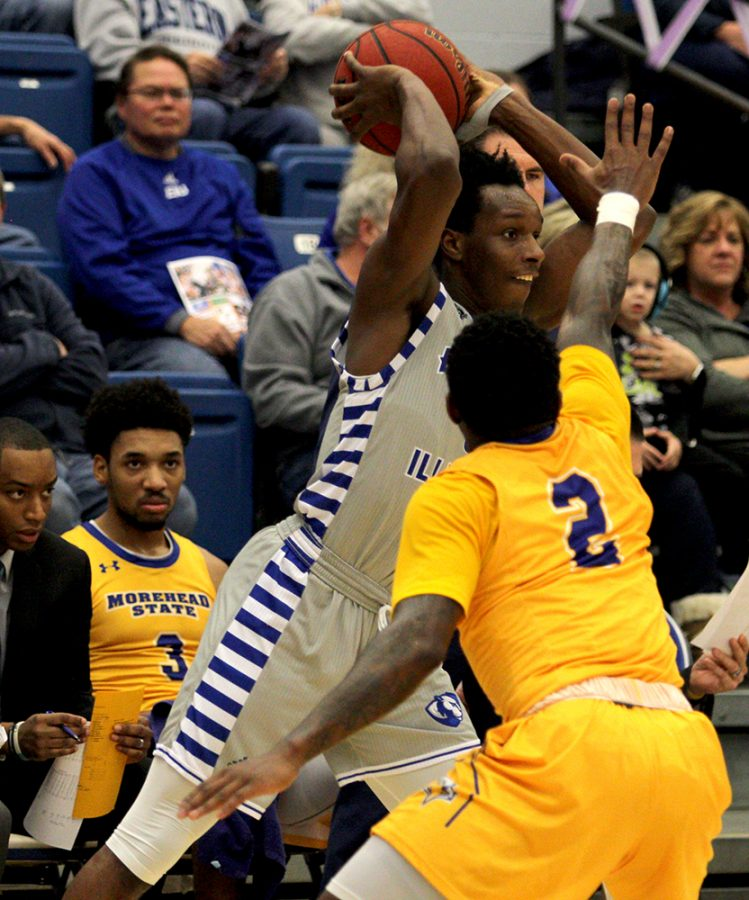 Eastern+guard+Mack+Smith+fires+a+pass+in+the+Panthers%E2%80%99+loss+to+Morehead+State+Feb.+2+in+Lantz+Arena.+The+Panthers%E2%80%99+host+13-3+Jacksonville+State+Thursday+night+in+Lantz+Arena.