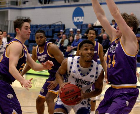 Eastern wins big in exhibitiongame