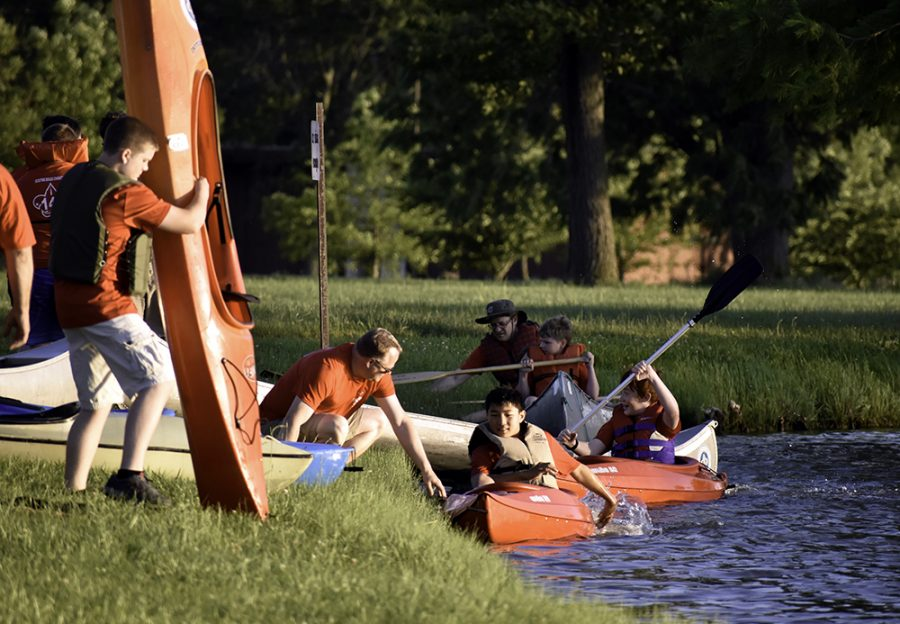 Boy+Scout+Troop+141%2C+part+of+Charleston+Wesley%27s+ministry+to+youth%2C+row+kayaks+at+the+Campus+Pond+Monday+afternoon.