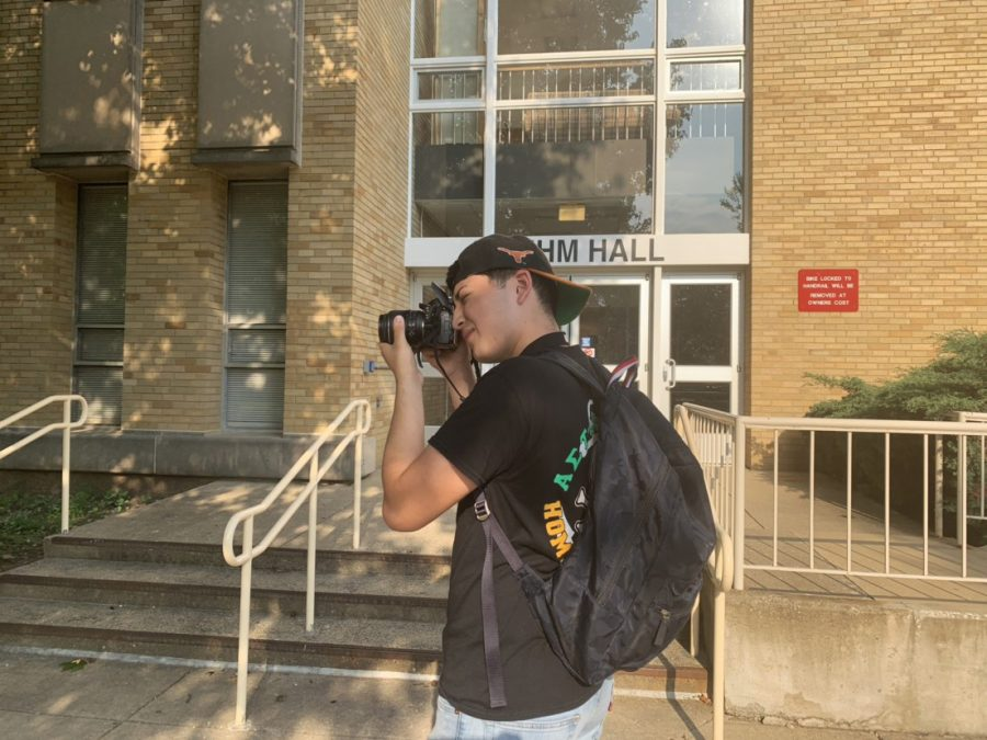 Julian+Gomez%2C+a+sophomore+digital+media+major%2C+takes+pictures+for+his+Introduction+to+Photography+course+outside+Klehm+Hall+Tuesday.+Gomez+said+he+had+to+take+five+pictures+with+a+human+subject+with+five+different+techniques+in+only+30+minutes.+