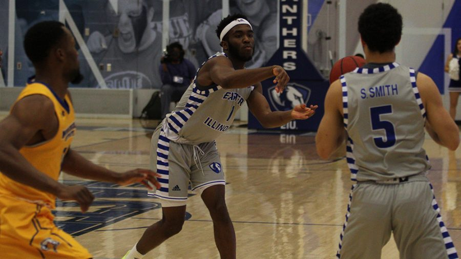File Photo | The Daily Eastern News Kashawn Charles (middle) makes a short pass to Shareef Smith (right) on the wing. Eastern lost to Morehead State 84-78 Feb. 2 in Lantz Arena.