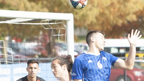 Men's soccer shuts out Green Bay, loses late to Marshall