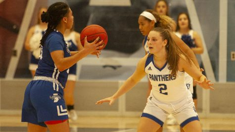 Women's basketball trounces Illinois-Chicago on the road Saturday