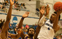 Men's basketball remains undefeated at Lantz Arena
