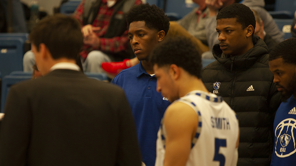 JJ Bullock | The Daily Eastern News Rodney Culver (middle) watches one of the Eastern men's basketball team's coaches talk during a timeout huddle during Eastern's 95-83 victory over Tennessee-Martin Thursday in Lantz Arena.