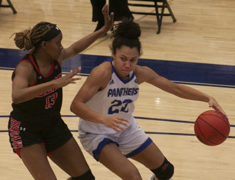 Eastern guard Lariah Washington drives toward the basket in a game against Southeast Missouri on Feb. 25, 2021 in Lantz Arena. Washington scored 24 points in the game, which Eastern won 65-57.