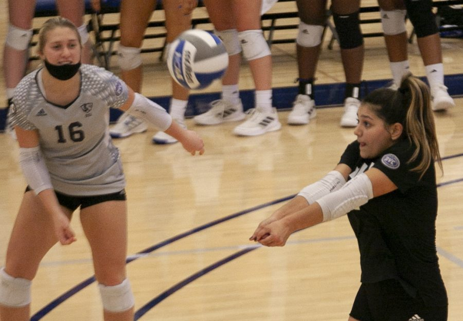 Eastern+libero+Christina+Martinez+Mundo+%28right%29+receives+a+serve+in+a+match+against+Southern+Illinois-Edwardsville+on+Oct.+5+in+Lantz+Arena.+Martinez+Mundo+had+a+game-high+19+digs+in+the+match%2C+which+Eastern+lost+3-1.+